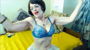Amaxing muscular granny flexing her..