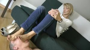 Nadya foot worship