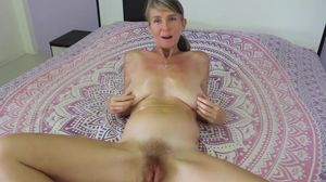 Hairy mature cums and squirts using..