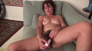 Mature American housewife with very..