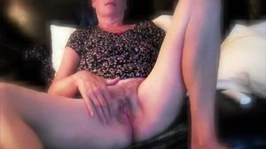 Beautiful soaking wet mature pussy