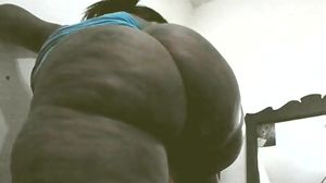 Thick sexy big booty black cougar ghetto..