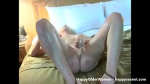 Amateur granny masturbating untill orgasm