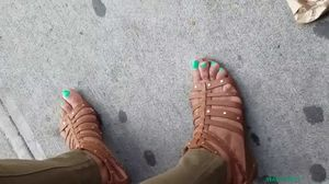 Candid mature ebony green toes