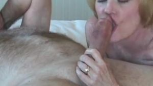 Amateur GILF Has Sexy Fun In Bed
